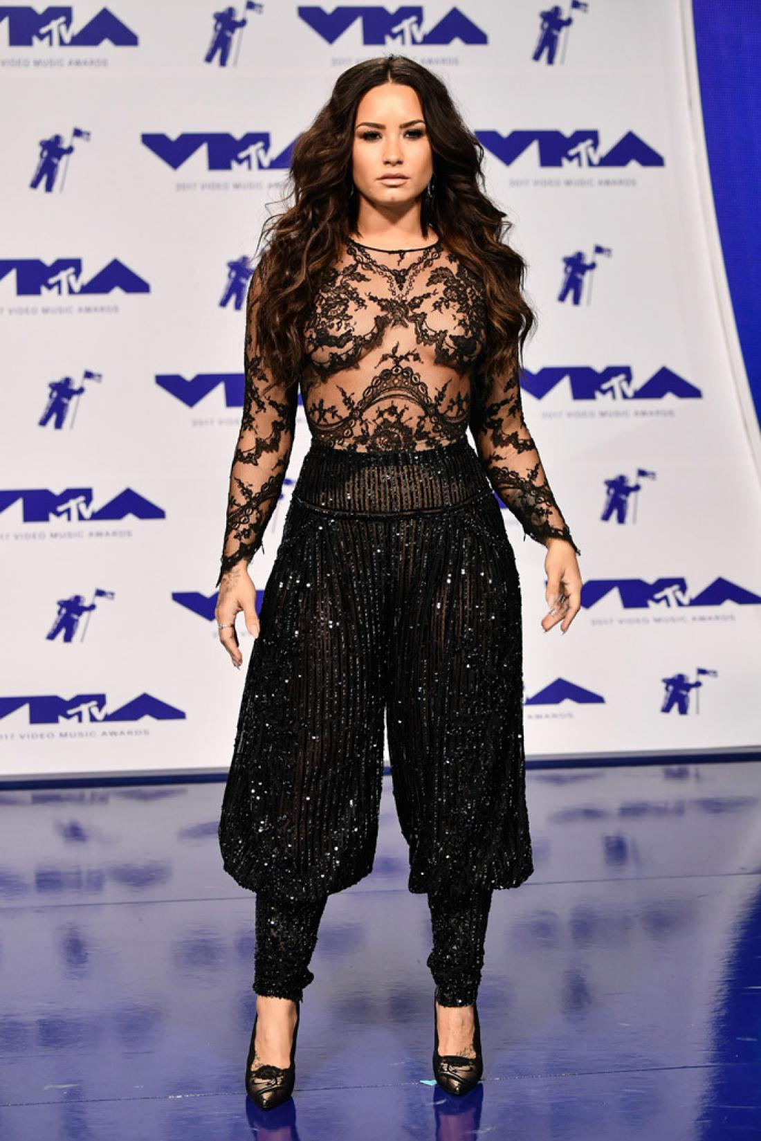 mtv-vma-2017-red-carpet-01-demi-2.jpg